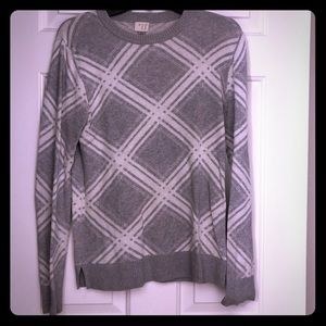 Crew Neck Gray and White Pattern Sweater